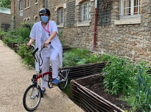 Soins à domicile en vélo électrique