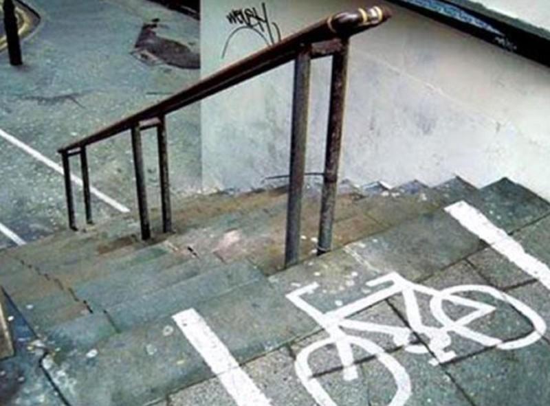 Piste cyclable dans un escalier