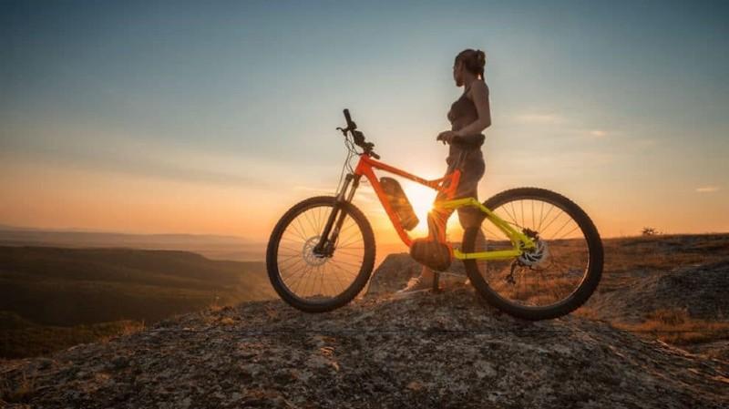 vélo de fonction sous soleil